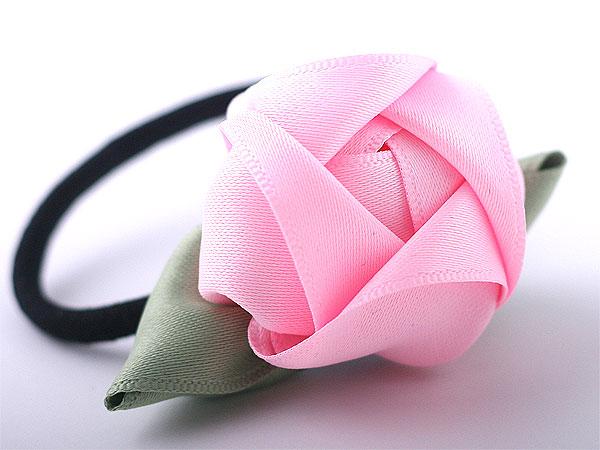 Великолепные объемные розы из лент.  Фото мастер-классы.