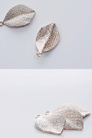 고풍스러운나뭇잎금속장식