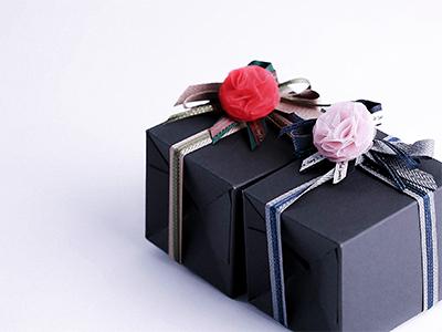 카네이션코사지와선물상자